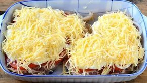 Dnes jsme si pro Vás přichystali další z řady jednoduchých a nenáročných pokrmů. Kuřecí prsa na další famózní způsob, které chutnají úžasně a při tom lehce. Uvidíte, že si je hned na poprvé zamiluje celá rodina. Celý trik tkví v koupi šťavnatého kuřete, zapačených bramborách, rajčátkách, majónéze a sýru. Nejedná se o žádné zdlouhavé vaření, …