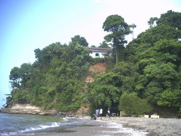 pantai ujung negoro terletak di kabupaten batang, pantai ini mirip seperti pantai di bali dan sayangnya banyak orang yang belum tahu tentang pantai dengan batu karangnya yg indah #PINdonesia