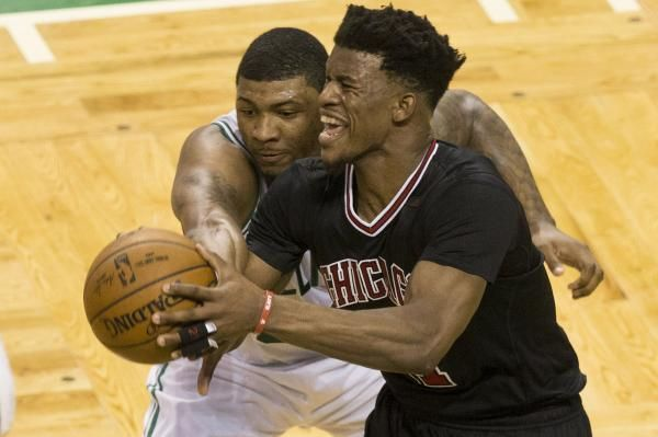 CHICAGO -- Isaiah Thomas scored 33 points as the Boston Celtics drew even in their Eastern Conference playoff series with a Chicago Bulls…
