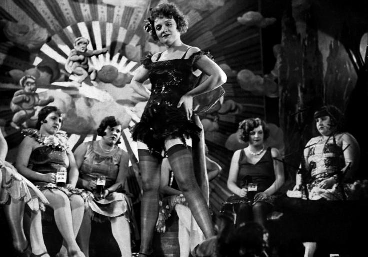 Costume/Set Poppy seeds: Marlene Dietrich in Der Blaue Engel, 1930