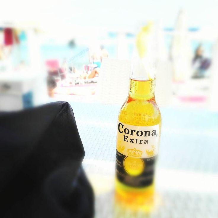 Refteshing time! :-) #corona #coronaextra #cervezamasfina #puglia #otranto #happy #sea #summer #enjoy #cheers #salute