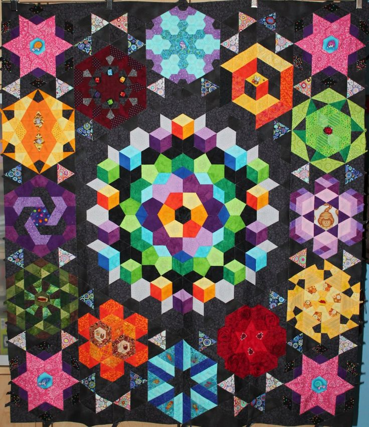 Liesel Friends-The hand sewing: Hi ... finished sampler of the Sofa Quilter   Hexagons, pentagons, diamonds, half hexies, triankles, jewels.. a little bit of everything!