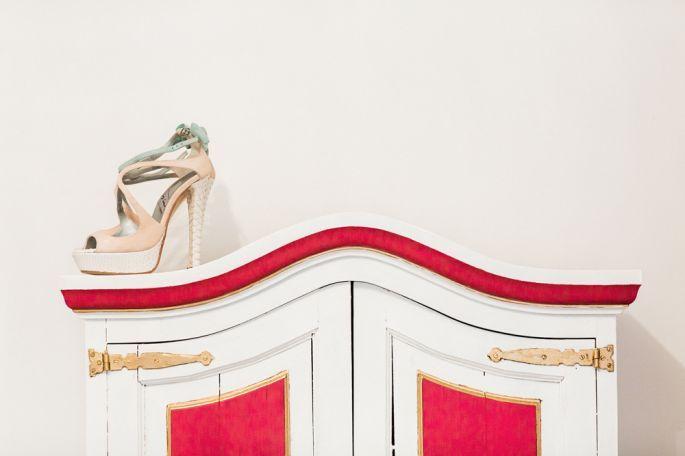 """""""Los #zapatos, impresionantes, diseñados por Pilar eran de JorgeLarranaga.com """"Los hacen a medida y los puedes diseñar a tu gusto, los míos fueron unas #sandalias en blanco, #RosaPastel y #VerdeAgua, con un #lazo al tobillo, ¡quedaron geniales!"""", detallan."""" #HANDCRAFTED #SHOES #SUEDE #PASTEL #LEATHER #CUSTOMMADE #MADETOORDER #MADEINSPAIN #FASHION #ONLINESHOPPING #SHIPPINGWORLDWIDE"""