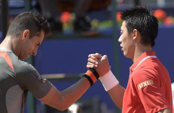 Kei Nishikori of Japan, right, shakes hands with Santiago Giraldo of Colombia, at the end of the Barcelona open tennis tournament in Barcelona, Spain, Thursday, April 23, 2015. (AP Photo/Manu Fernandez) | Tennis - Yahoo Sports Singapore