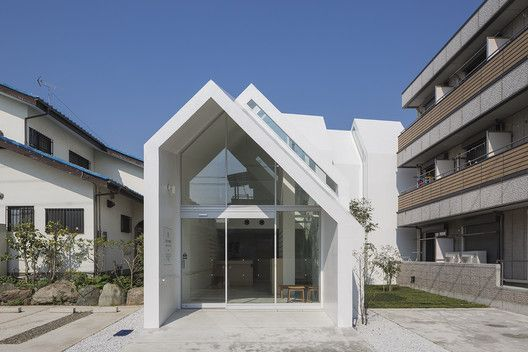 Asahicho Clinic,© Shinkenchiku-sha