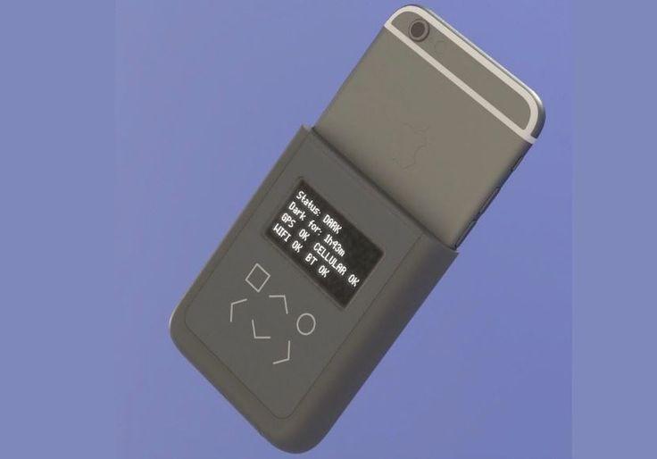 Abhörschutz: Edward Snowden stellt iPhone-Spezial-Case vor - https://apfeleimer.de/2016/07/abhoerschutz-edward-snowden-stellt-iphone-spezial-case-vor - Edward Snowden hat vergangene Woche ein spezielles iPhone-Zubehör vorgestellt. Optisch sieht das Ganze aus wie eine Art Schutzhülle mit Akkupack, in Wirklichkeit handelt es sich aber um eine Art Spionage-Schutz, der Euer iPhone vor dem Zugriff Unbefugter schützen soll bzw. Euch darüber inf...