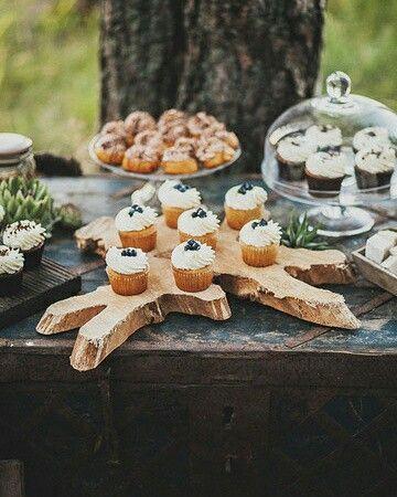 Фуршет - это основной старт свадьбы для гостей, это время, которое они коротают в ожидании регистрации или приезда жениха и невесты. Позвольте своим близким насладиться необыкновенно вкусными капкейками и различными сладостями с бокалом шампанского, а также эстетически красивым и таким манящим столом  Для просмотра и заказа вкусностей от наших коллег-кондитеров заходите на aslove.info