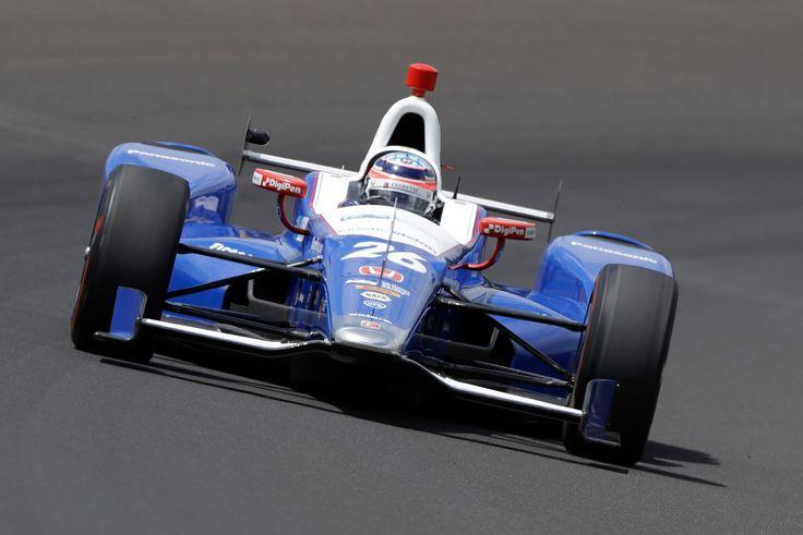 Après une course pleine de rebondissements, un crash spectaculaire de Scott Dixon qui s'en sort indemne et le malheureux abandon de Fernando Alonso, Takuma Sato a remporté il y a quelques minutes les 500 miles d'Indianapolis. Après sept participations, le pilote japonais de 40 ans a fini les 200 tours de la 101ème édition de cette course mythique à la première position devant Hélio Castroneves et le rookie Ed Jones qui participait pour la première fois à l'évènement. C'est la première fois…