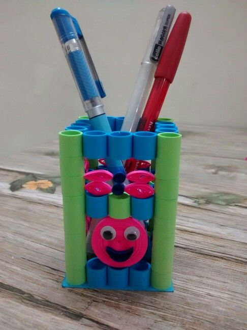 Pen stand with a cute smiley
