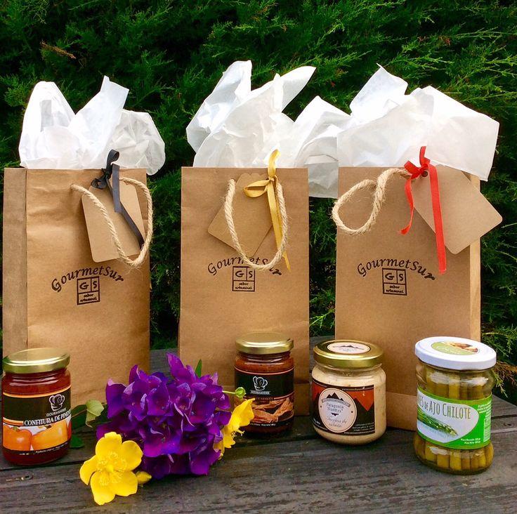 Bolsitas Gourmet Sur: Selección de productos gourmet elaborados en el sur de Chile. Perfectas para regalar o compartir ¡ www.gsgourmetsur.com / contacto@gsgourmetsur.com Estaremos encantados de ayudarte a confeccionar el regalo Gourmet que necesitas.