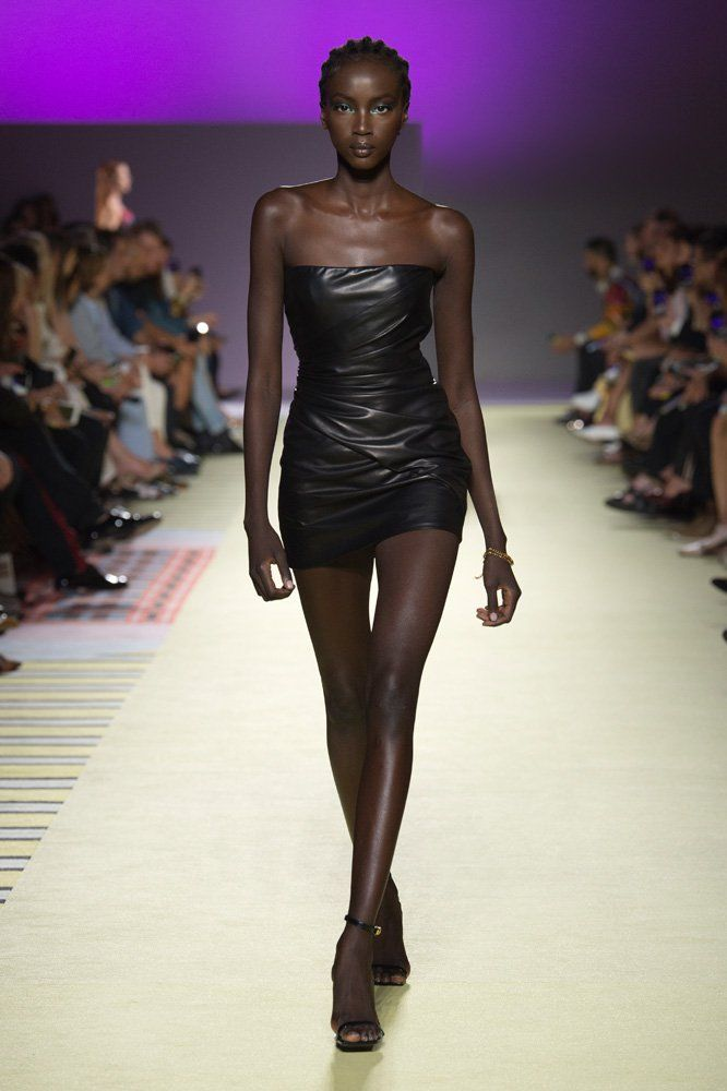 Versace Womenswear Ss Fashion Show Us Online Discover The Women S Spring Summer Collection By