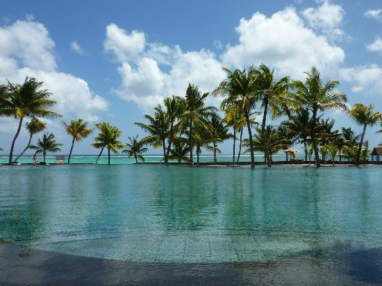 Trou aux Biches Resort & Spa, Mauritius - la piscine (giletvalou, Oct 2013) Que du Bonheur ... 3ème séjour