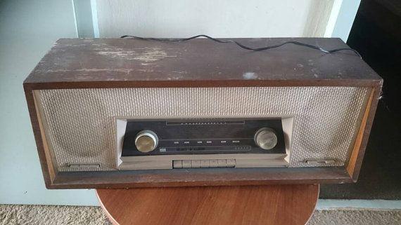 Bekijk dit items in mijn Etsy shop https://www.etsy.com/nl/listing/285433821/vintage-tube-radio-made-by-erres-ra618