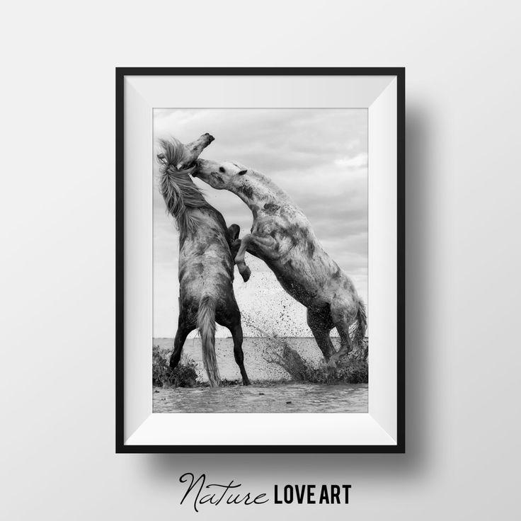 Photographie chevaux, photo noir et blanc, téléchargement imprimable, affiche grand format, chevaux sauvages, équestre, art contemporain de la boutique NatureLoveArt sur Etsy