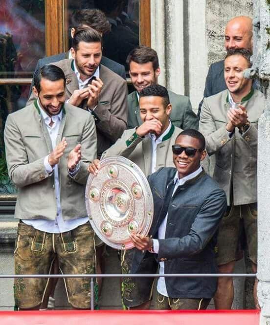 David Alaba, Claudio Pizarro, Medhi Benatia, Thiago Alcántara, Juan Bernat & Rafinha #FCBayern #DeutscherMeister 2014-15