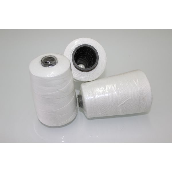Strong and flexible thread for quick and strong closing of bags and sacks.