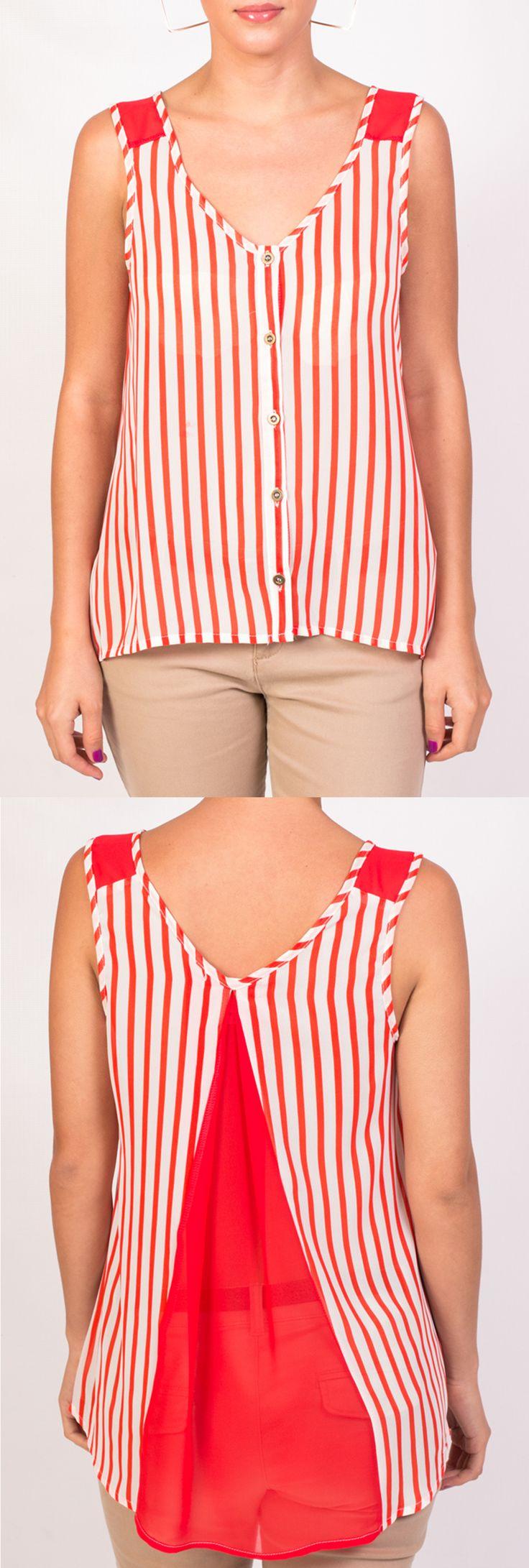 Qué te pareces esta blusa con rayas rojas un pantalón nude o blanco y accesorios dorados para salir con las amigas.
