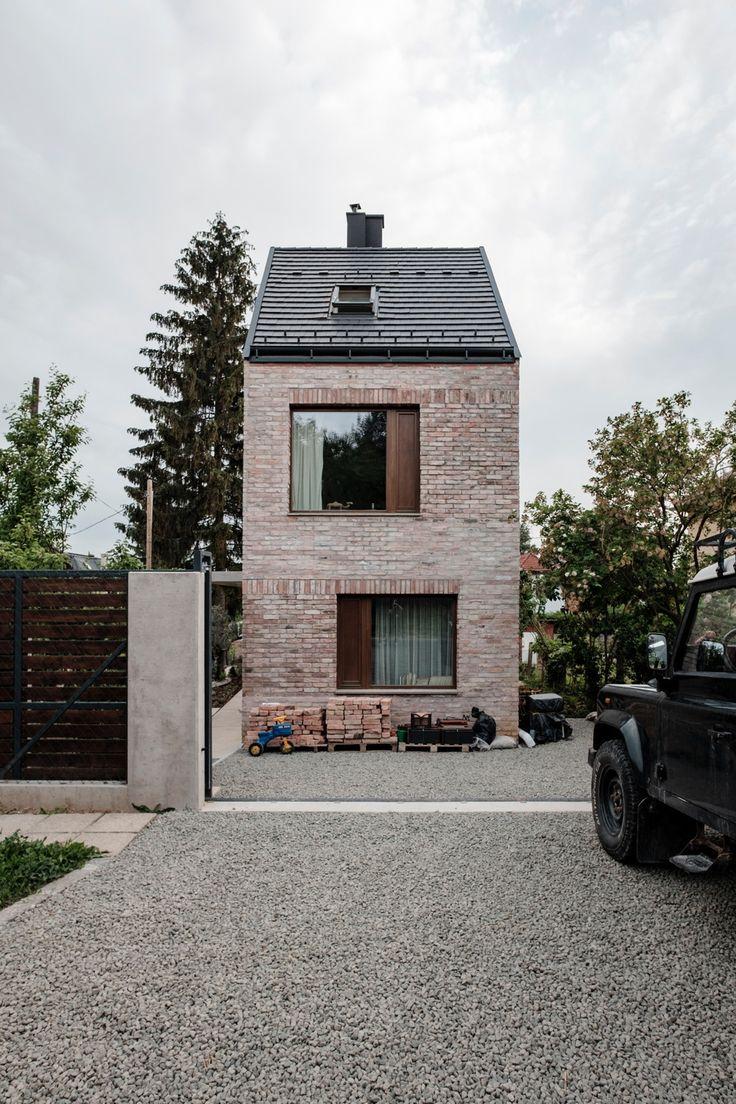 Mini im Ziegelkleid – Einfamilienhaus von Építész Stúdió in Budapest