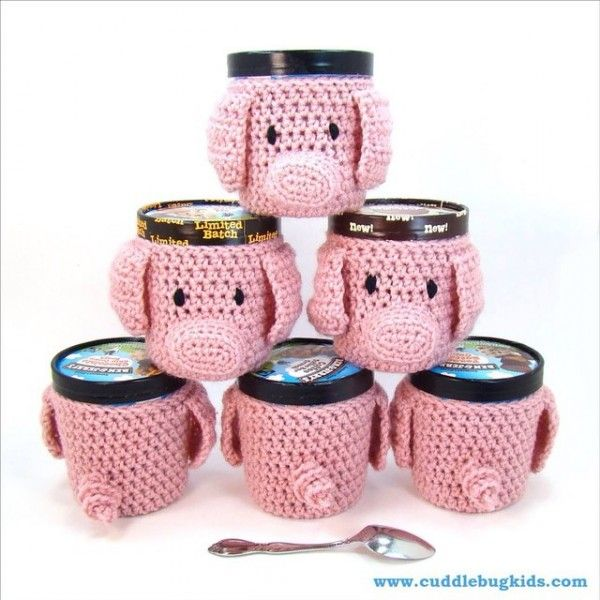 Pigs are trending and I'm in love with these #crochet piggy ice cream cozies from Cuddle Bug Kids