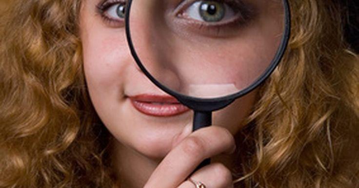 """Cómo buscar blogs para encontrar personas. Con las mejoras que se realizan para la optimización de motores de búsqueda todos los días, es fácil encontrar personas en Internet. Hay una serie de sitios web de """"búsqueda de personas"""" que no sólo exploran los medios sociales como Facebook y MySpace, sino que también recogen datos de sitios de blogs como WordPress y Blogger. Si desea buscar ..."""