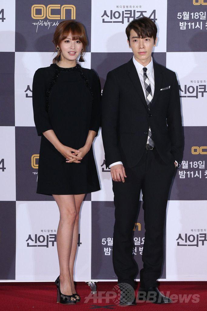 韓国・ソウル(Seoul)のシネマコンプレックス(複合映画館)「CGV」上岩(Sangam)店で開かれた、ケーブルテレビ局OCNの新ドラマ「神のクイズ4」の制作発表会に出席した、ガールズグループ「レインボー(RAINBOW)」のジェギョン(Jae-Kyung、左)と、アイドルグループ「スーパージュニア(SUPER JUNIOR)」のドンヘ(DongHae、2014年5月14日撮影)。(c)STARNEWS ▼20May2014AFP|スーパージュニア・ドンへ主演のドラマ、制作発表会を開催 http://www.afpbb.com/articles/-/3015243 #RAINBOW #Jae_Kyung #Kim_Jae_Kyung #DongHae #Lee_Dong_hae #SUPER_JUNIOR #Sangam