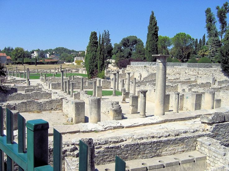 roman ruins provence | In Vaison la Romaine, Roman vestiges can be seen throughout the town