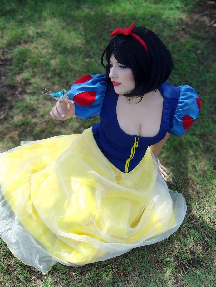 TUTORIAL: cosplay Branca de Neve - Snow White (DISNEY)  Leia mais em H-SAMA BLOG: http://www.h-sama.com/2014/11/tutorial-cosplay-branca-de-neve-snow.html#ixzz3IL7ccvMf: