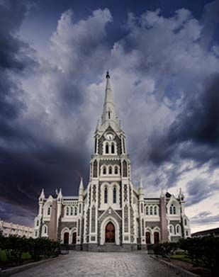 Beautiful Church in the heart of historical Graaff-Reinet #ExploreTheKaroo…