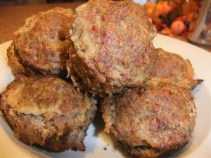 Simple Turkey Meatloaf Muffins - Easy to make and great for leftovers. So yummy! Mine are about 125 calories each.