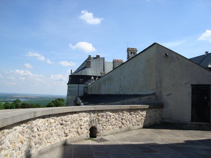 Castle hunting in Slovakia-Cerveny Kamen - Eastern Europe Expatpriceline.com