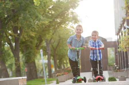 Natural light family photography in Wascana Park, Regina with Courtney Liske Photography