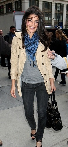 Don't love the scarf pattern, but this is a great, simple outfit.