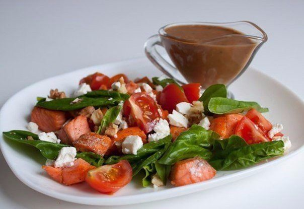 http://goodfood24.biz/salad-with-spinach-and-salmon/