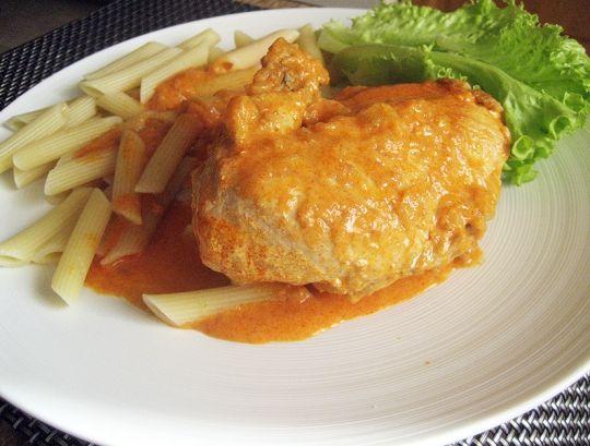Курица в паприке.  http://www.domashniy.ru/article/eda/recept-dnya/kurica_v_paprike.html