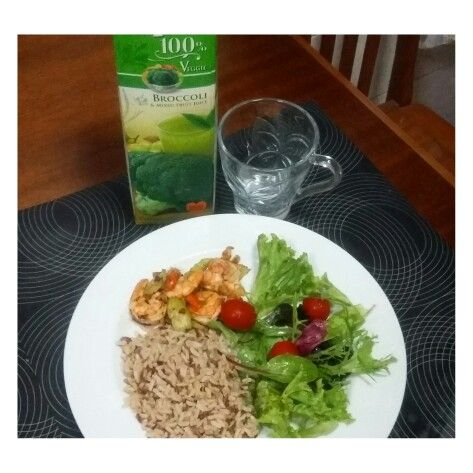 Brown rice, spicy garlic prawn, salad & cherry tomatoes