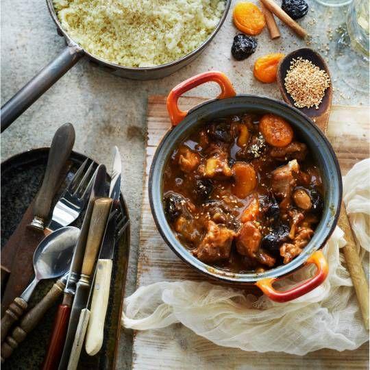 Vervang het sesamzaad door amandelschaafsel. Recept - Kippenstoof met pruimen en abrikozen - Boodschappenmagazine