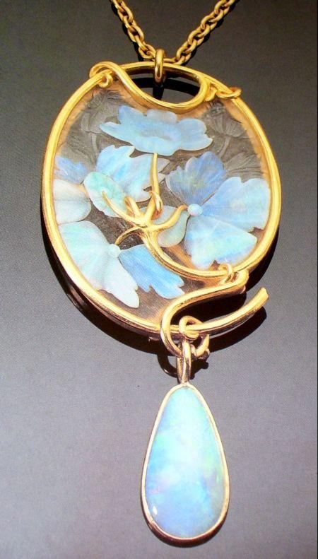 René Lalique (1860-1945) - Waterlilies Pendant. 18K Gold with Opals & Glass. Paris, France. Circa 1900.