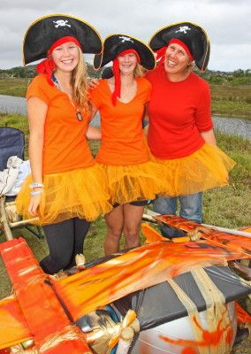 Linda Ormond pictured with her twin girls, Robyn & Julia, at the Anything that Floats 2013 (Desmond Scholtz)