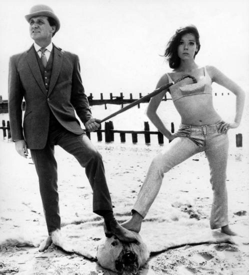 Gleichberechtigte Partner: Patrick Macnee als John Steed und Diana Rigg als Geheimagentin Emma Peel in der britischen Erfolgsserie «Mit Schirm, Charme und Melone» 1964