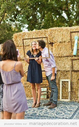 Si vous celebrez votre mariage dans une ferme, celui-ci c'est un «photo booth» ou fond de photos pour votres invités très original et drôle. J'aime bien qu&rsquo…