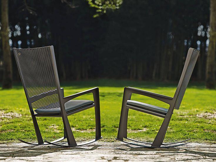 """#design #sedie #chairs# #catellan Cornelia Giorgio Cattelan Le sedie a dondolo """"Cornelia"""" sono un prodotto italiano progettato da Giorgio Cattelan per arredare spazi interni o esterni. Le sedie sono molto leggere e possono essere spostate con facilità."""