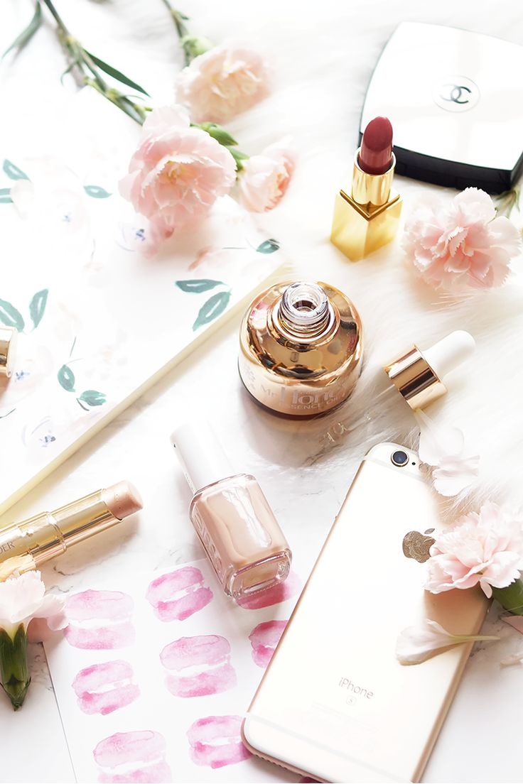 makeup-flatlay-photography-barely-there-beauty-blog-luxe-rose-gold-pink