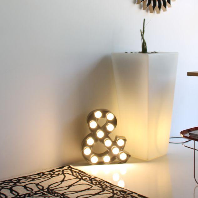Letra decorativa con bombillas. #letrasdecorativas #letrasdecorativasconluz #decoración www.letrasydecoracion.es