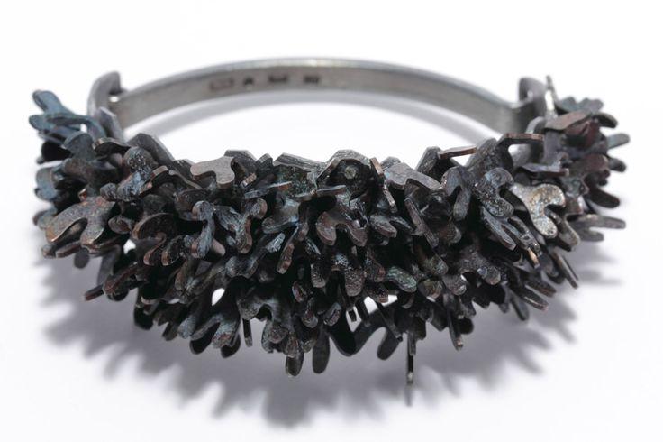 http://www.eriktidang.se/wp-content/uploads/2012/08/armband-brons-silver-patinerat-erik-tidang.jpg