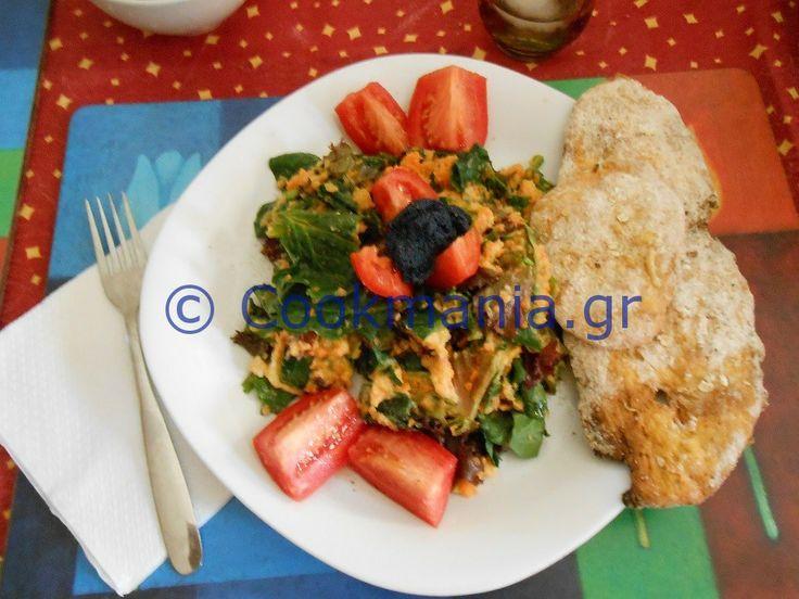 Σαλάτα σπανάκι με χούμους και χαβιάρι