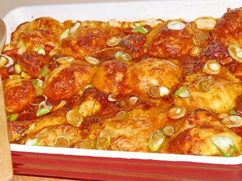 Ez az egyik kedvenc receptem :-) nagyon-nagyon szeretjük :-) és ugyanilyen finom falatokat kívánok Nektek is! Hozzávalók: 2 csirkecomb (alsó, felső együtt) 2 csirkeszárny 1 vöröshagyma 1 paprika 1 evőkanál paradicsomszósz bazsalikom 5 dl...