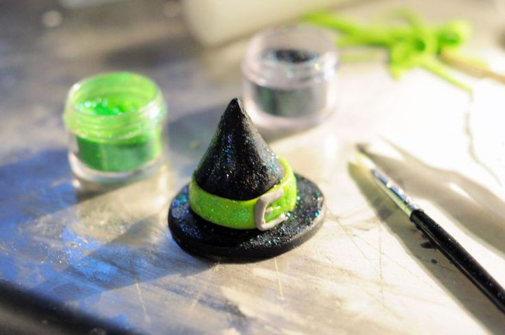 how to make a witches broom out of fondant