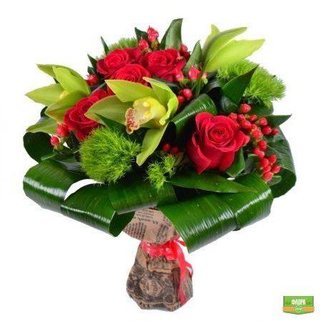 Красно-зеленый букет http://flora2000.ru/p/krasno_zeleniy_buket