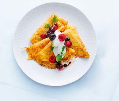 Lite nyttigare pannkakor med riven morot i smeten.  Egen bärkompott och kvarg i stället för grädde och sylt är också sunda val. Än mer inbjudande blir de nygräddade pannkakorna med citronmeliss på toppen.