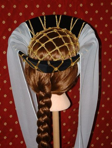 """""""X-knot"""" crown in Medieval hat 1.3"""" mesh: 16 yards 2 mm Gold Metallic Cording"""